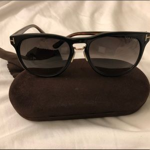 Tom Fords Franklin TG346 shade
